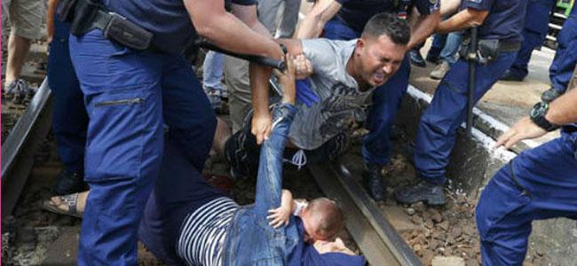 Δείτε πως σκηνοθετούν τα ΜΜΕ εικόνες θλίψης με μετανάστες!