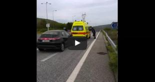 Ασθενοφόρο με ασθενή περίμενε μισή ώρα την έγκριση των λαθρομεταναστών που είχαν κλείσει παράνομα την εθνική οδό!