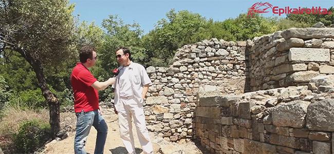 Μεξικανός φιλόλογος σε άπταιστα Ελληνικά δηλώνει φιλέλληνας μπροστά στον τάφο του Αριστοτέλη!