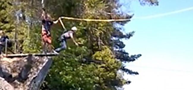 """Έκανε bunjee jumping και μετά από λάθος...""""έσκασε"""" πάνω στα βράχια! (Βίντεο)"""