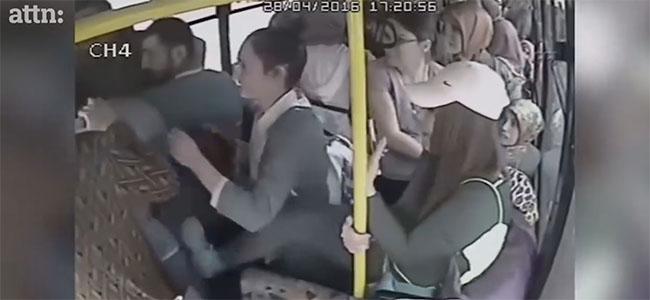 Γυναίκες ενωμένες εναντίον της σεξουαλικής παρενόχλησης! (Βίντεο)