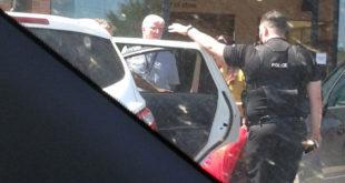 ΜηΤΕΡΑς αφήνει το παιδί κλειδωμένο στο αυτοκίνητο της στην πιο καυτή ημέρα του χρόνου!