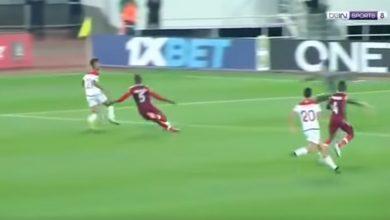 Σοκαρισμένοι διαιτητής και παίκτες! Ποδοσφαιριστής έσπασε στα δύο το πόδι του σε σύγκρουση με συμπαίκτη του (Βίντεο)