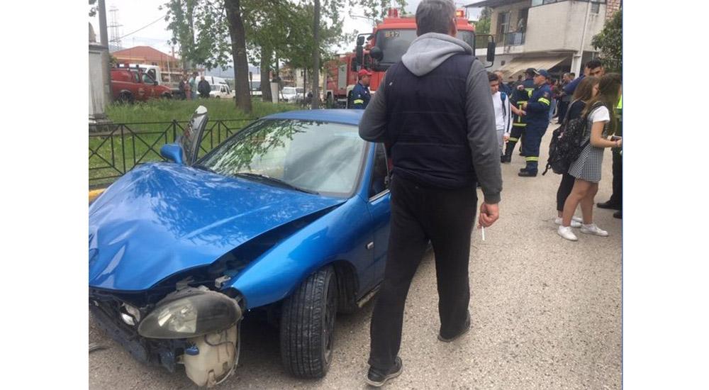 Ρομά χτύπησαν με το αυτοκίνητο δύο μαθήτριες στο Αγρίνιο - «Βρωμιάρηδες, ζητήστε συγνώμη» (βίντεο)
