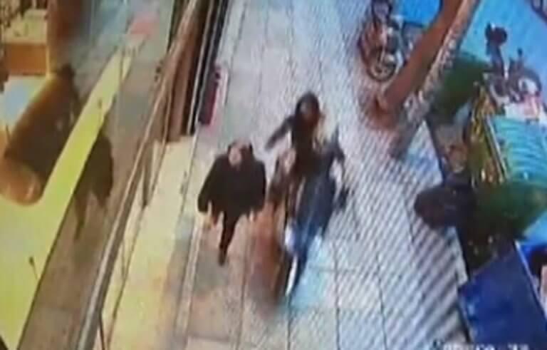 Βίντεο από «χτύπημα» τσαντάκηδων σε ηλικιωμένη στη Θεσσαλονίκη, την έσυραν 10 μέτρα!