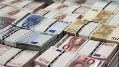 «Βροχή» επιδομάτων και συντάξεων – Ποιοι θα δουν λεφτά στους λογαριασμούς