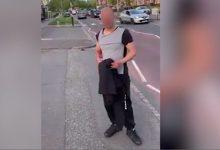 Άνδρας δέρνει επιδειξία που παρενόχλησε μαθήτριες στην μέση πολυάσχολου δρόμου (Βίντεο)