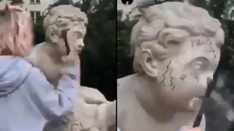 Influencer σπάει άγαλμα