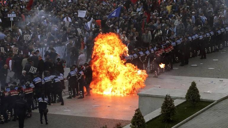 Πολιτική θύελλα στην Αλβανία