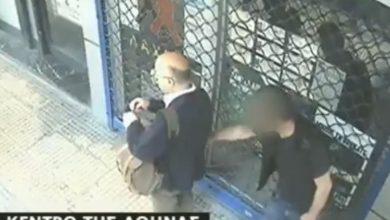 Πορτοφολάς στην Μενάνδρου γίνεται αντιληπτός από το θύμα και αρπάζει χαστούκι (Βίντεο)